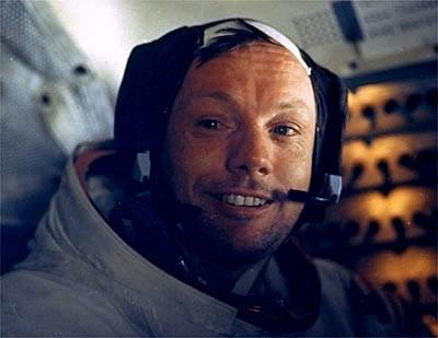 Neil Armstrong de buenas no espaço.
